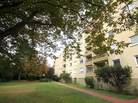 Große Wohnung, beliebte Lage, schöner Balkon und eine Garage