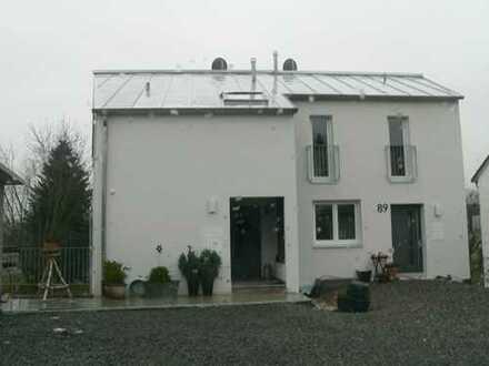 Schöne 2,5-Zimmer-DG-Wohnung mit Balkon und EBK in Weinstadt