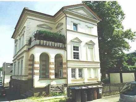 Wunderschöne 4-Zimmer-Wohnung in der Jugendstil-Villa mit Balkon im 1. OG
