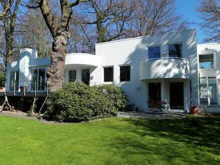 Stilvoll ausgestattete Bauhausvilla in Bestlage - Wohntraum im Grünen