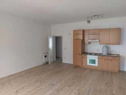 große & wohnliche 2 Raum mit Einbauküche im Zentrum