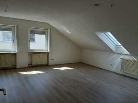 Schöne 2-Zimmer-Dachgeschosswohnung in Adelsdorf