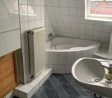 Renovierte 2 Zimmer Dachgeschoss Wohnung zu vermieten!