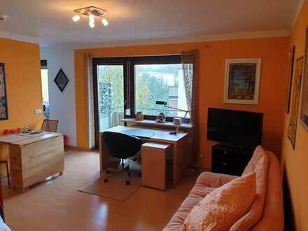 Stilvolle, gepflegte 1,5-Zimmer-Wohnung mit Balkon und Einbauküche in Regensburg