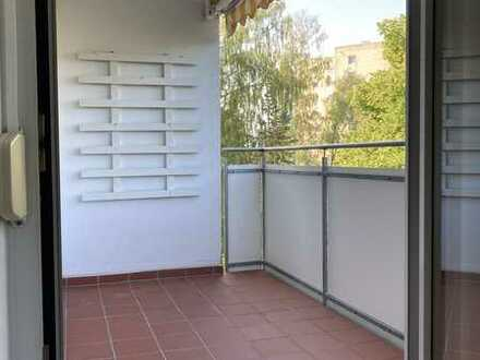 Sonnige 3,5-Zimmer-Wgh. mit Westbalkon und Einbauküche