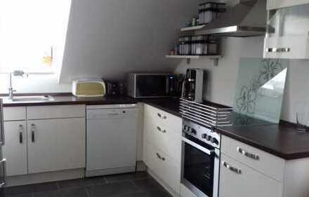 Moderne 3-Zimmer-DG-Wohnung mit EBK und Balkon