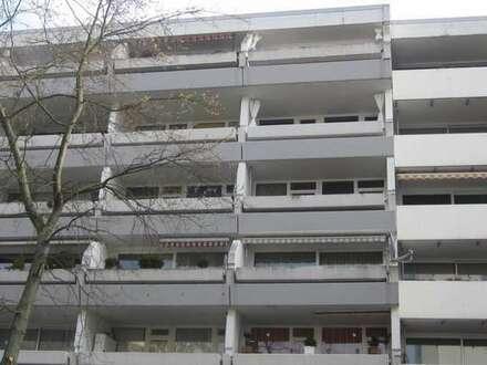 Großzügige 2-Zimmerwohnung mit Loggia, Fahrstuhl, Dusche, Stellplatz etc.