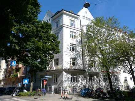 Herrschaftliche 4 Zimmer-Wohnung mit Balkon in einem wunderschönen Altbau direkt an der Isar