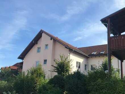 3-Zimmer-Wohnung mit Einbauküche und Balkon in ruhiger Lage von Schierling!