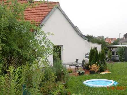 Freundliche Doppelhaushälfte mit fünf Zimmern und EBK in Gerolzhofen, Gerolzhofen