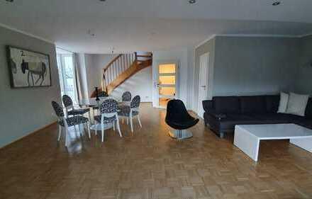 Neuwertige 3-Raum-Maisonette-Wohnung mit Balkon, Einbauküche und gehobener Innenausstattung in Bonn