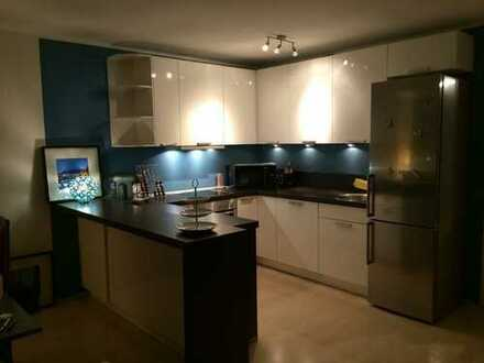 Helle 4 Zimmer Wohnung mit Einbauküche und großem Südbalkon in ruhiger Ortsrandlage
