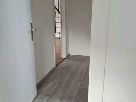 Freundliche, vollständig renovierte 3-Zimmer-DG-Wohnung zur Miete in Pforzheim-Huchenfeld