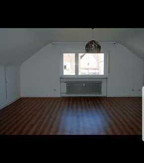 Geräumige DG-Wohnung mit einem Zimmer zur Miete in Ludwigshafen am Rhein