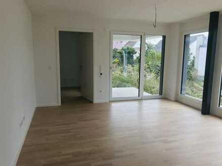 Barrierefreie 2-Zimmer-EG-Senioren-Wohnung mit Einbauküche und Terrasse (betreutes Wohnen)