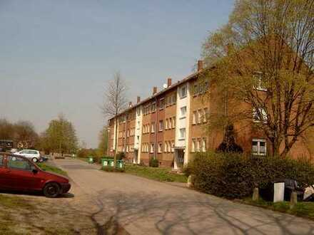 renovierungsbedürftige 2- Zimmer- Wohnung /Materialkosten werden übernommen!