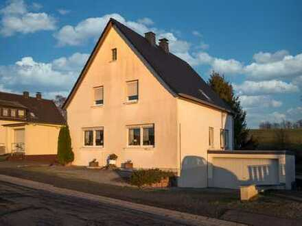 Ländlich gelegenes Ein-/Zweifamilienhaus mit großem Grundstück