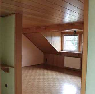 Ruhig gelegene, komfortabel ausgestattete Dachgeschosswohnung