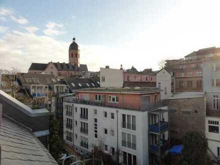 2 Zimmer-Dachgeschosswohnung in ruhiger Innenstadtlage mit Balkon!