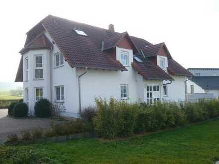 Gepflegte 4-Zimmer-Maisonette-Wohnung mit Balkon und EBK in Romrod