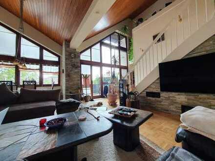 Gepflegte Maisonette-Wohnung mit fünf Zimmern,Balkon, Küche und Schwimmbad!