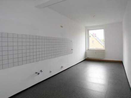 Helle und sonnige 3 Zimmer... Tageslichtbad mit Dusche...