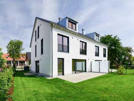 Erstbezug! exclusive Doppelhaushälfte mit Garage, Carport und Garten