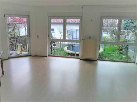 Attraktive 2-Zimmer-Hochparterre-Wohnung mit Balkon und Einbauküche in Haßloch