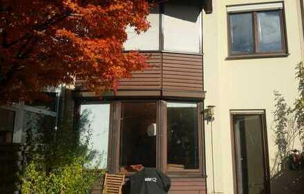 Schönes Haus mit sieben Zimmern in Frankfurt am Main, zwischen Riedberg und Hedderheim