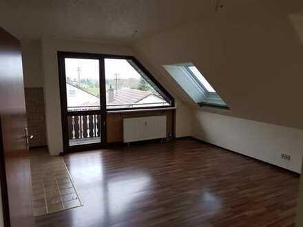 3-Zimmer-DG-Wohnung mit Balkon in Leonberg