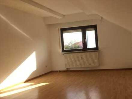 Ansprechende 4-Zimmer-Dachgeschosswohnung mit Balkon in Rödermark