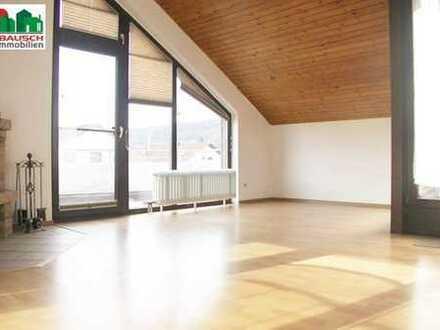 Außergewöhnliche DG Wohnung - Balkon, Loggia, Kaminofen und Garage*