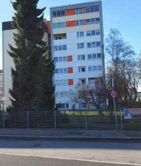 Schöne 2-Zimmer-Wohnung mit Blick über Augsburg mit Loggia und Garge