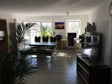 Gepflegte 2-Zimmer-Wohnung mit Balkon und EBK in Burgrieden
