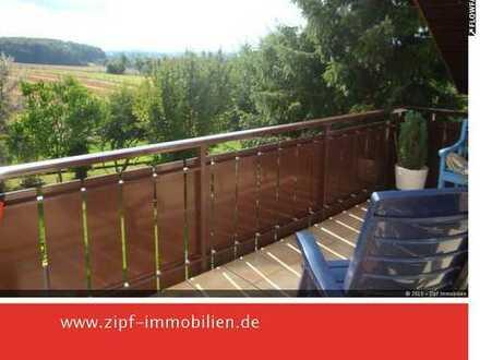 **Großzügige Dachgeschosswohnung mit großem Balkon und Fernblick**