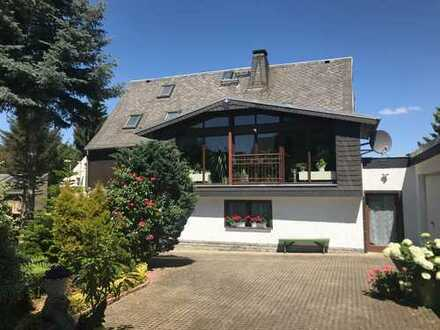 Großzügiges Einfamilienhaus in ruhiger Lage mit wunderschönem Grundstück und Poolhaus