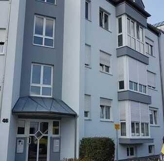 Gepflegte Wohnung mit dreieinhalb Zimmern sowie Balkon und Einbauküche in Neumarkt
