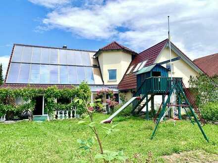 Das Haus der vielen Möglichkeiten mit derzeit zwei Wohnungen sowie grosser Ausbaureserve