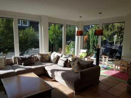 Schöne, geräumige EG-Wohnung mit Terrasse und Garten in Schildgen
