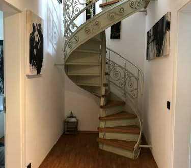Stilvolle 5-Zimmer-Maisonette-Wohnung mit Balkon in Winnenden