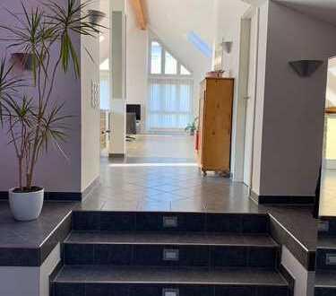 Lichtdurchflutete 3,5-Zimmer-Penthouse-Wohnung mit 2 Balkonen in Aussichtslage