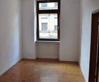 Helle 2-Zimmer-Altbau-Wohnung - zentralgelegen -
