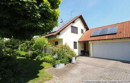 TOP-Lage am Feldrand: Schickes freistehendes EFH mit Kamin-Ofen, 3 Garagen uvm.
