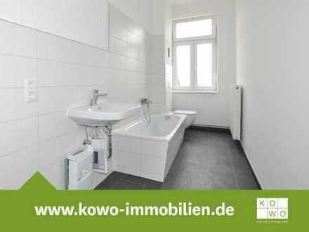 4-Zimmer-Wohnung mit Einbauküche, Balkon und Design-Vinylbelag in Zentrumsnähe
