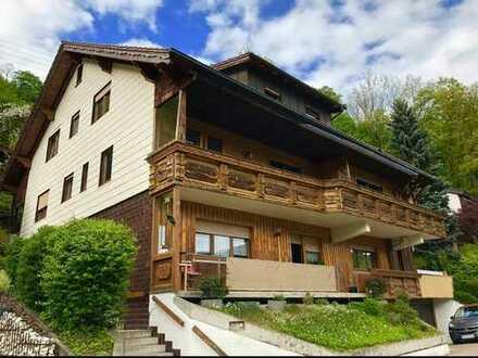Modernisierte 4-Raum-Wohnung mit Balkon und Einbauküche in Wiesensteig-73349