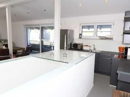 Traumhafte 2-Zi-Wohnung im Loftstil mit großem Balkon und gehobener Ausstattung zentral in Chieming