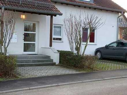 Einziehen und wohlfühlen! 3-Zimmer-Wohnung mit Terrasse und 2 Stellplätzen in Erligheim