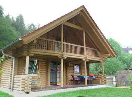 Schönes Holzblockhaus am Rande der Allgäuer Alpen