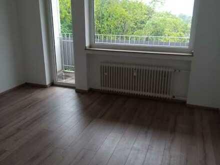 **Wohnung mit Balkon sucht ruhige Nachmieter**