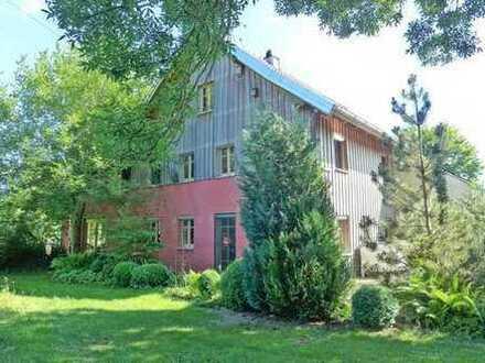 Ein tolles und seltenes Anwesen • Ehem. Bauernhaus mit 8.934 m2 Grund an einem Bachlauf
